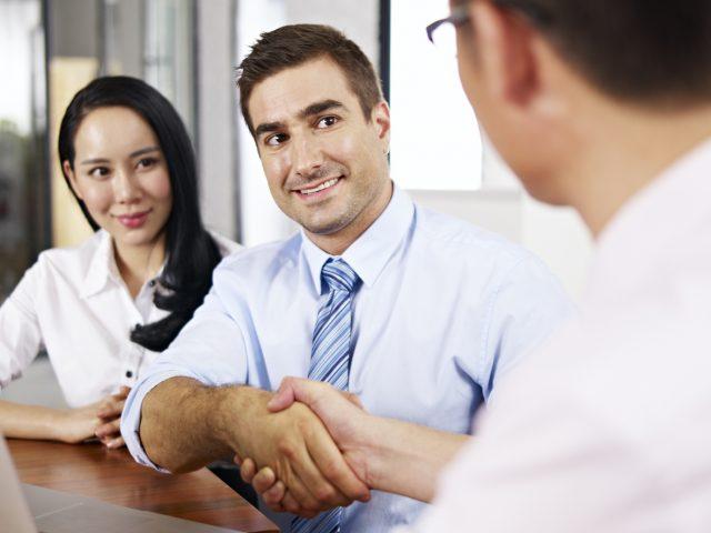 企業に対しては、企業法務と付加価値の強化を